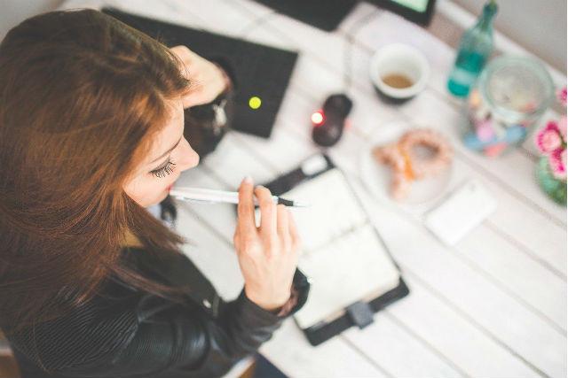 働く女性 イメージ
