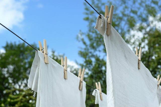 外に干された洗濯物